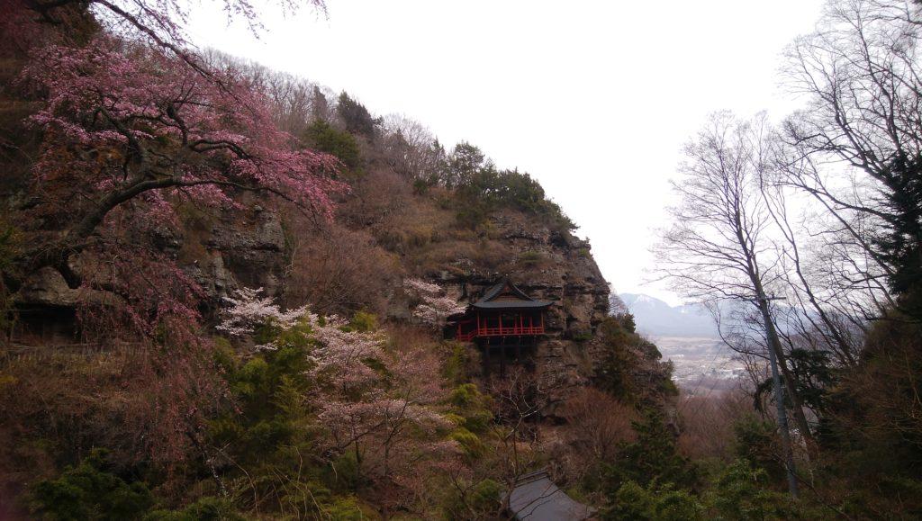 懸崖造りの釈尊寺観音堂宮殿